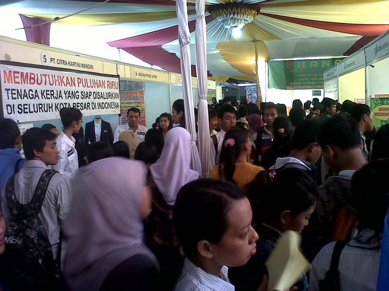 Wow!! 7.171 Lowongan Kerja Diperebutkan Pada Job Fair 2012