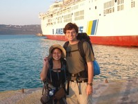 Dina dan Ryan di Chania, Yunani (vagabondquest.com)