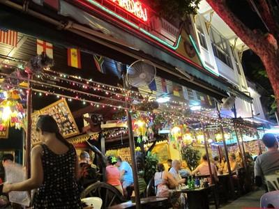 Menyusuri Malam Panas di Patpong, Bangkok