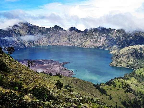Danau Segara Anak di Gunung Rinjani (Teguh Tofik Hidayat - dTraveler)