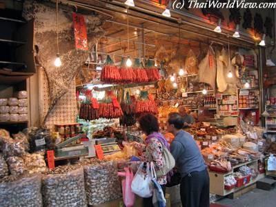 Becek & Bau Enyah dari 10 Pasar Segar Terbaik di Dunia Ini