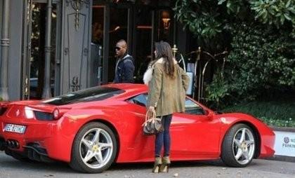 Mario Balotelli Jalan-jalan dengan Ferrari 458 Italia