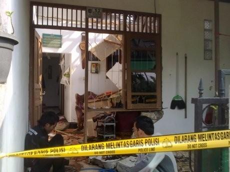 Ledakan Aneh Terjadi di Sebuah Rumah di Depok, Perabot Berantakan