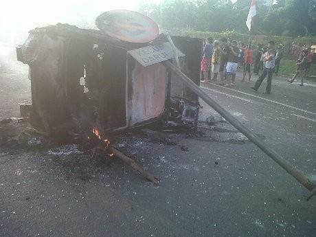 Ini Mobil Jasa Marga yang Dibakar Massa di Tol Jatibening