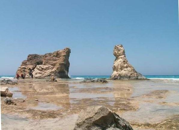 Pemandian yang penuh bebatuan karang dan sangat cantik (shw.livephoto.fotopages.com)