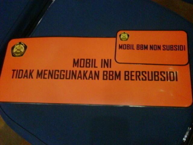 Stiker Bebas BBM Subsidi Untuk Mobil PNS Telat Tersebar di Jawa Bali