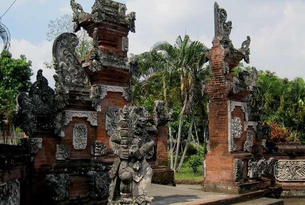 Gerbang Pura Lingsar (Shafa/detikTravel)