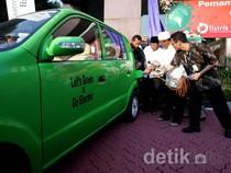 Dahlan Nge-Charge Mobil Listrik di SPLU Gambir