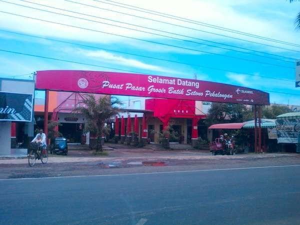 Pasar Grosir Setono (sumber: sekilasbatik.blogspot.com)