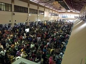 Arus Balik Lebaran, Bandara Juanda Surabaya Seperti Pasar Tumpah