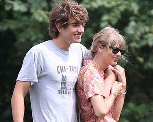 Ingin Cepat Bertemu Pacar, Taylor Swift Kirim Pesawat Jet Pribadi