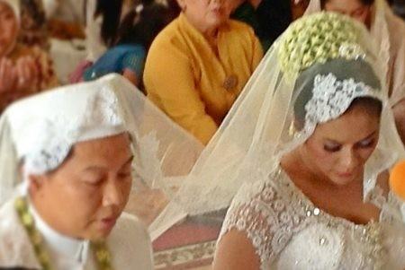 Sandhy Sondoro & Ade Fitri Resmi Menikah