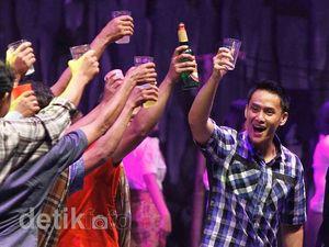 Aksi Choky dan Zizi Main Opera Batak
