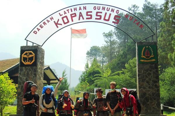 Pos Penjagaan KOPASUS di kawasan pintu masuk Gunung Burangrang