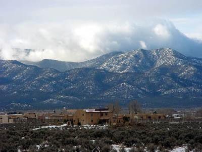 Suasana cantik Kota Taos (angelfirehomes.com)