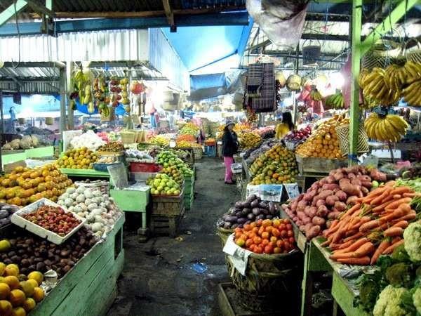 Pasar Buah Berastagi, penuh kesegaran (Achmad Alkatiri/ dTraveler)