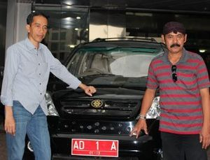 Pulang ke Solo, Jokowi Dijemput Esemka