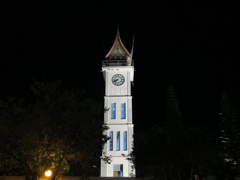 Jam Gadang yang cantik di malam hari (Afif/detikTravel)