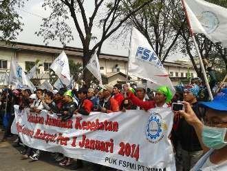 Ratusan Buruh Kawasan Industri Pulogadung Konvoi, Cakung Semrawut