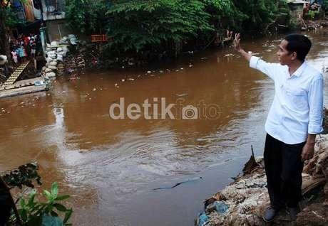 Jokowi Butuh Rp 5 Triliun untuk Bereskan Sungai Ciliwung