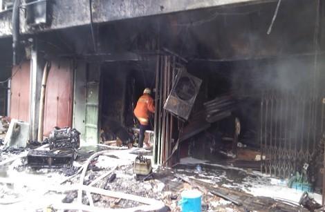 Lapangan Futsal di Ruko 4 Lantai di Sawah Besar Terbakar