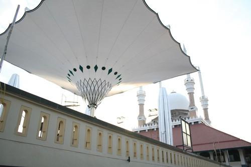 Payung raksasa yang mirip dengan yang ada di Nabawi (majt.org)