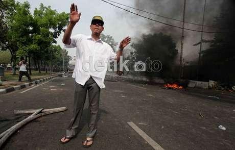 Sebelum Cekcok, Munarman Sempat Kejar-kejaran dengan Pemotor