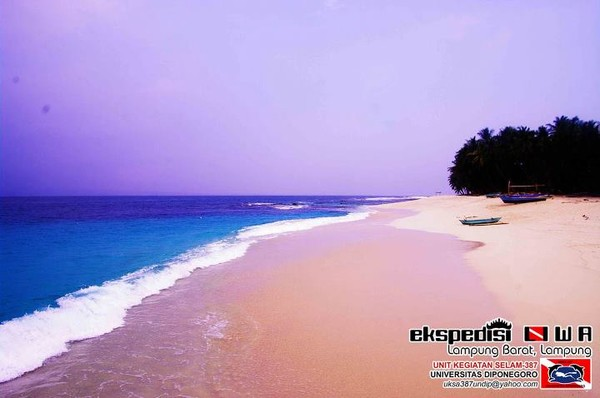 Birunya Laut Pulau Pisang