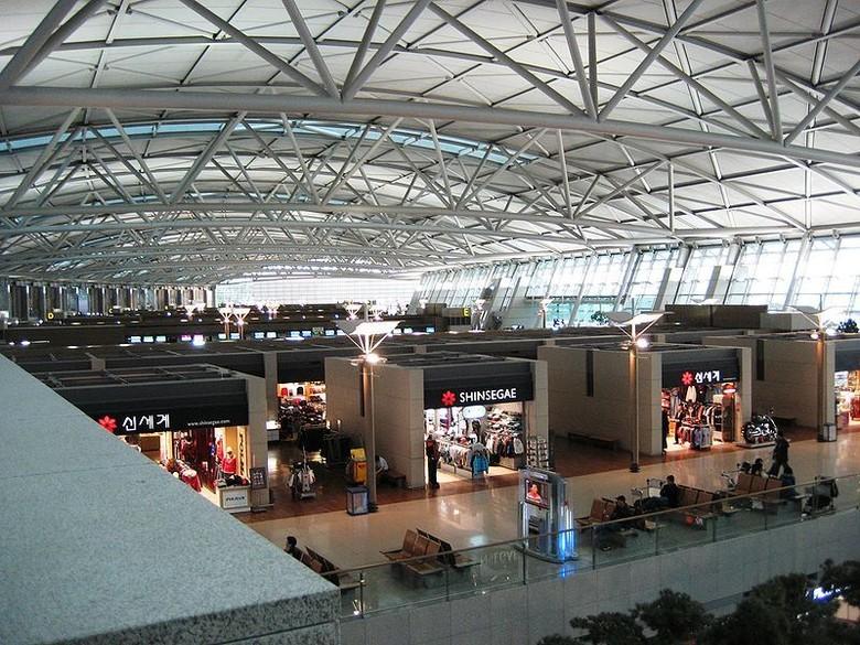 Bagian dalam Bandara Incheon (1000lonelyplaces.com)