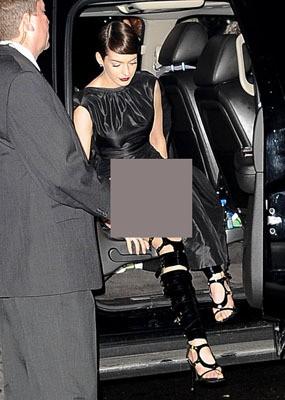 Tertangkap Kamera Tak Pakai Underwear, Anne Hathaway: Mereka Melihat Semuanya