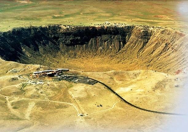 Meteor Crater, kawah yang terbentuk karena hantaman meteor (meteorcrater.com)
