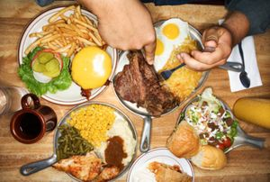 5 Jenis Perilaku Makan Berlebihan, Anda Termasuk di Dalamnya?