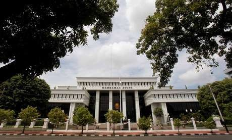 Segera Dipecat, Hakim Cantik Selingkuh & Zina Itu Pasrah