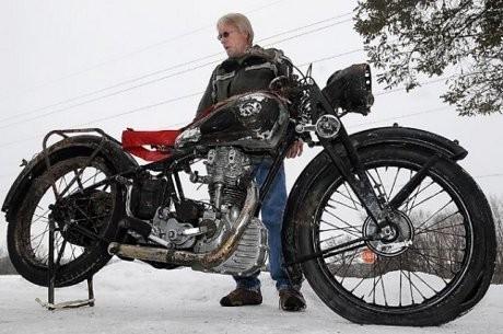 56 Tahun Tenggelam di Danau, Motor Ini Kembali ke Pemiliknya