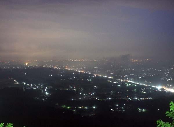 Panorama saat malam hari di Bukit Bintang Gunungkidul (Desi/detikTravel)