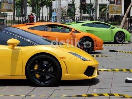 \Pemilik Lamborghini Itu Seliar Mobilnya\