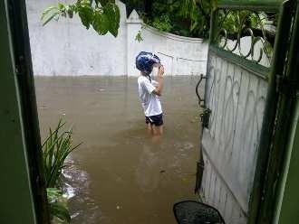 Perumahan di Kelapa Gading Banjir Sepaha
