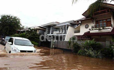 Jangan Menerjang Banjir, Asuransi Kendaraan Bisa Gugur