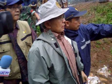 Tinjau Tanggul Jebol Latuharhary, Djokir Bertemu Jokowi