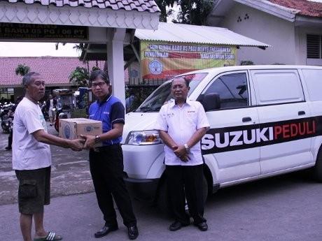Suzuki Sumbang Korban Banjir Jakarta