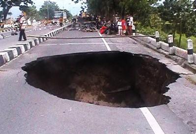 Jalan Lingkar Selatan Yogya Amblas 15 Meter, Pengendara Sepeda Tewas