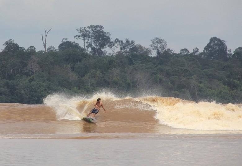 Dahsyatnya Gelombang Bono di Sungai Kampar, Riau (dok. Kemenparekraf)