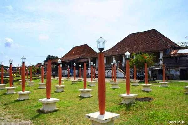 Kampung Kapiten sendiri adalah gabungan 15 rumah panggung campuran Cina, Palembang dan Belanda (Rainer Oktovianus/d'Traveler)