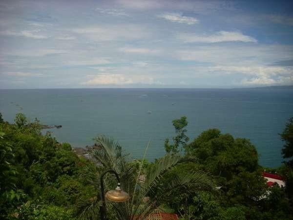 Pelabuhan Ratu sebagai Kawasan Pantai Selatan Jawa (Aymara Apache/dtraveler)