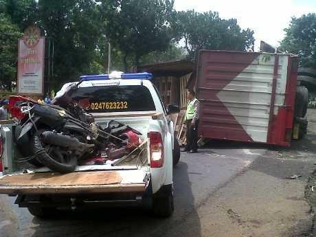 Truk Trailler Kecelakaan di Semarang, Satu Pemotor Tewas