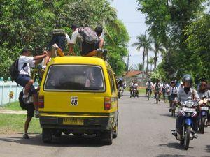Pelajar SMP dan Angkot