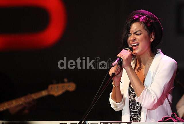 Kolaborasi Eva Celia & Indra Lesmana Pukau Penonton JJF 2013