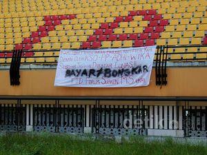 Stadion Utama Riau Disegel