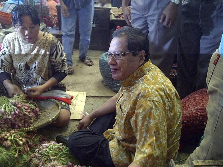 Ikutan Cek Harga Bawang, Rizal Ramli Turun ke Pasar Kramat Jati