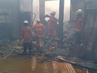 Kebakaran Hanguskan 4 Rumah di Pekanbaru